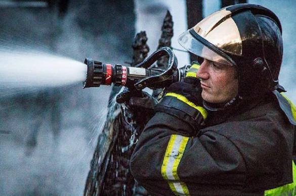 Пожарные ликвидировали возгорание на складе в Москве