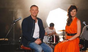 Больные раком кожи Сенчукова и Рыбин поздравили фанатов с Днем объятий