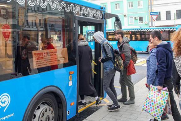 В общественном транспорте Москвы ввели масочно-перчаточный режим