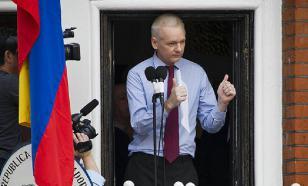 СМИ: Эквадор начал выгонять Ассанжа из посольства?