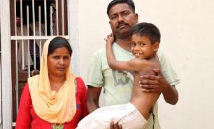 В Индии хвостатого мальчика считают воплощением бога
