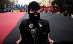 На Украине школьникам продают тетради с изображениями Бандеры и Яроша