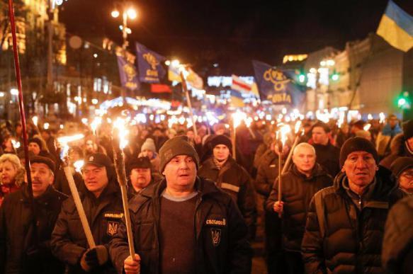Факельное шествие в честь Бандеры прошло в Киеве