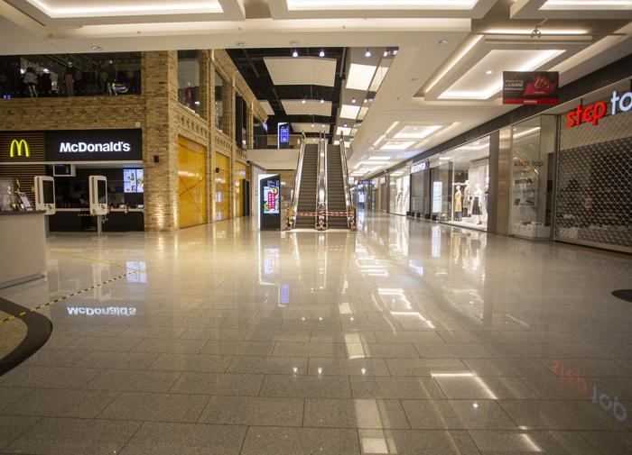 Открытие половины новых торговых центров в РФ перенесли на 2021 год