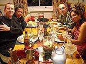 Ужин с друзьями изматывает больше, чем работа