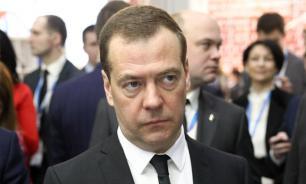 Медведев упразднил старую госпрограмму развития пенсионной системы