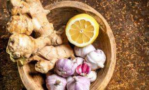 Врач оценил пользу лимона, чеснока и имбиря против коронавируса