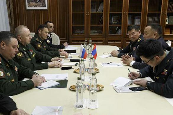 Замминистра обороны обсудил с послом Монголии вопросы сотрудничества