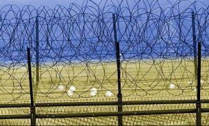 Не бойней, так забором. Украина строит стену между Луганском и Россией