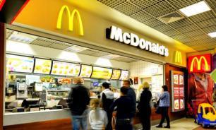 Бомжи с пистолетом заставили студента купить им гамбургер в московском McDonalds
