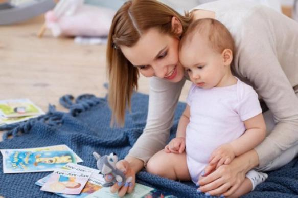 В России могут изменить условия выплаты пособия по уходу за ребенком