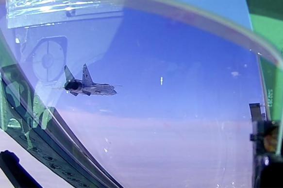 В Сети появилось видео полета истребителей МиГ-31БМ в стратосфере