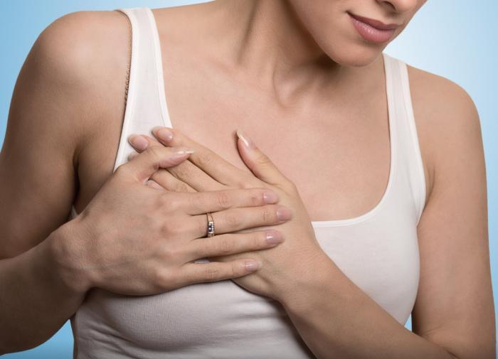 Маммолог раскрыла причины боли в груди у женщин