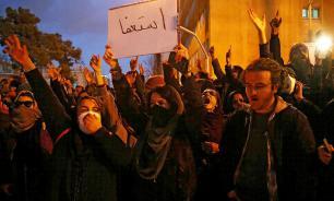 В Иране проходят массовые антиправительственные протесты