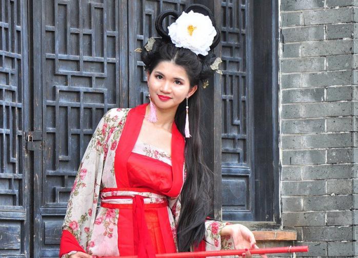 "South China Morning Post: в Китае растёт спрос на ""эльфийские уши"""