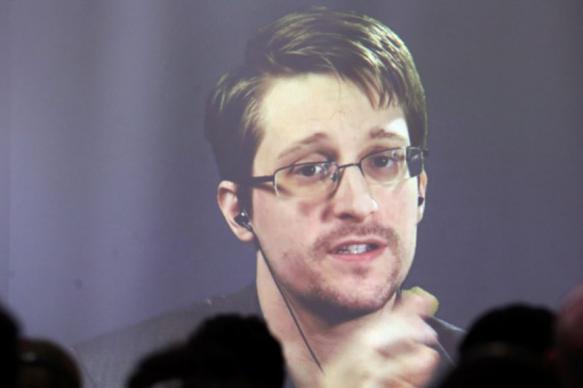 Ветеран ФСБ исключил попытку вербовки Сноудена спецслужбами