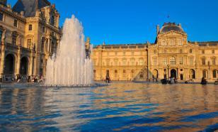Парижский Лувр закрыли из-за угрозы распространения коронавируса