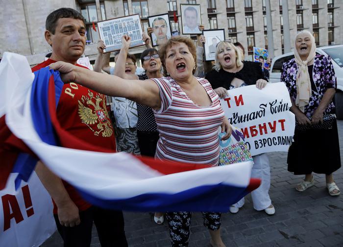 Половина россиян возмущена элитами