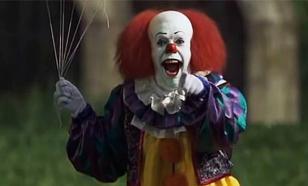 Как в фильме ужасов: Люди в костюмах клоунов держат в страхе американскую провинцию