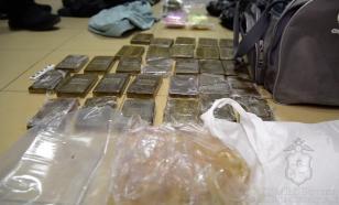 Курьер прятал наркотики в форме судебных приставов