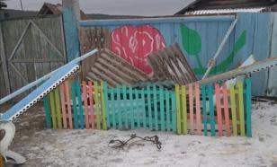 В Бурятии вандалы разрушили детскую площадку, построенную пенсионерами
