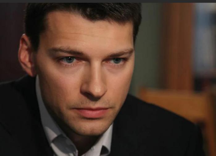 Актёр Даниил Страхов вслед за отцом похоронил и мать