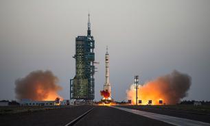 """В Китае прошел успешный запуск """"Шэньчжоу-11"""""""