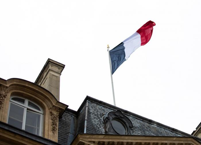 "Беженцы ""достучались"" до властей Парижа, ""захватив"" заброшенную школу"