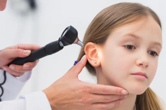 Основной симптом среднего отита - боль в ухе