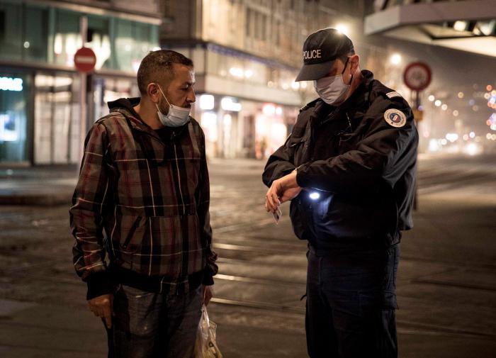 Полицейских в странах ЕС уличили в расизме и дискриминации меньшинств