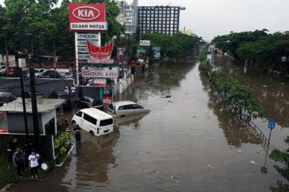 В Индонезии растет число погибших в результате наводнения и оползней