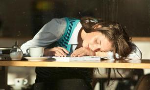 Эксперты рассказали о рабочем графике москвичей, который не дает им выспаться