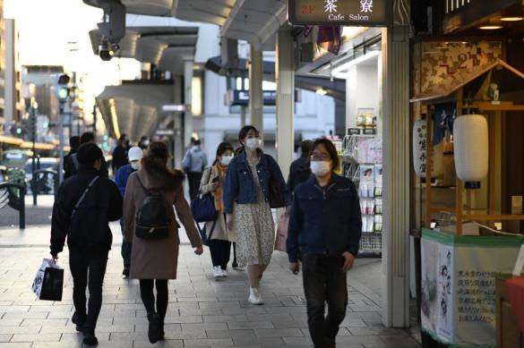 Японский инфекционист оценил масштабы второй волны COVID-19