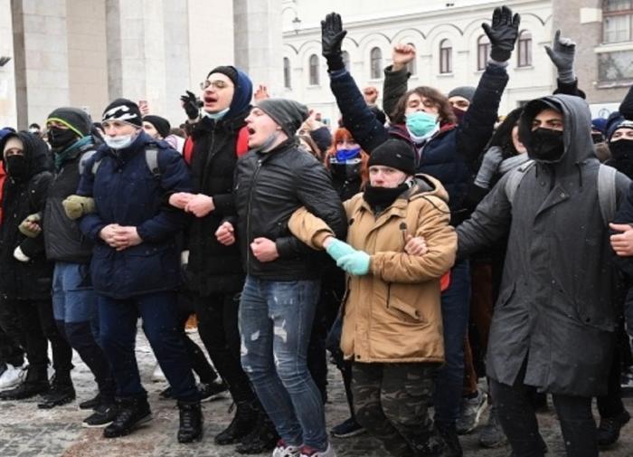 Захарова объяснила, почему сторонники Навального предатели родины