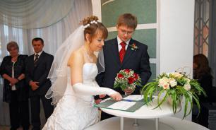 """Вице-губернатор Петербурга предложила """"обследовать"""" пары перед вступлением в брак"""