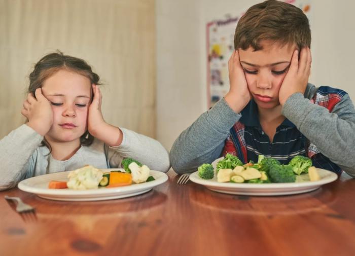 Ребенок отказывается от еды, что делать?