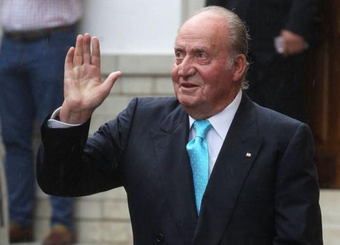 Экс-король Испании Хуан Карлос, обвиняемый в коррупции, покидает страну