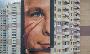 На стене дома в Одинцове появилось самое большое граффити Гагарина в РФ