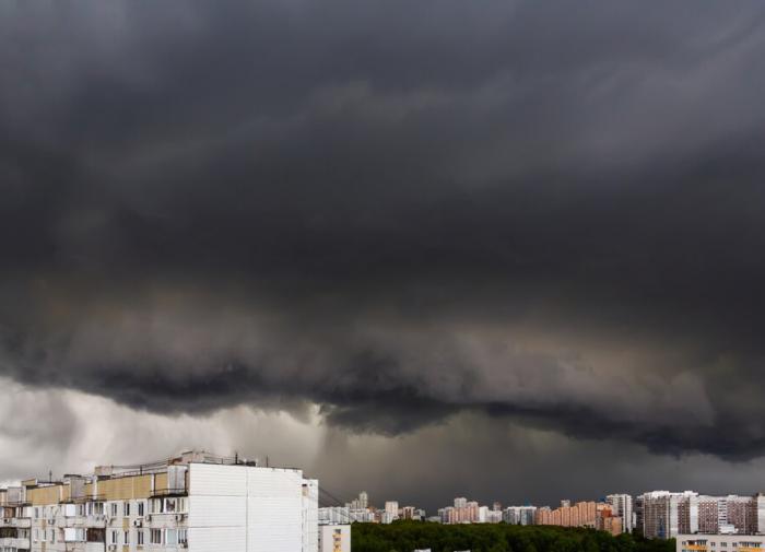 Западная Европа оказалась во власти ураганов