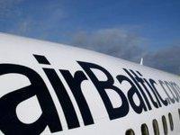 ЧП в аэропорту Риги: самолет въехал в сугроб
