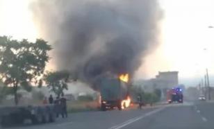 В Петербурге загорелся грузовик, перевозивший опасный груз