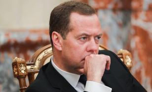 """""""Безобразие"""": Медведев допустил вероятность запрета в РФ некоторых соцсетей"""