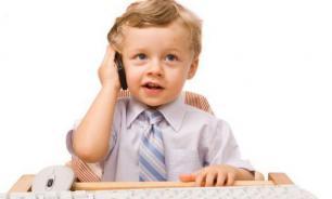 У младшеклассников проблемы с учебой из-за мобильных телефонов