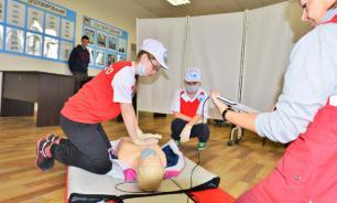Школы Москвы популяризируют обучение навыкам оказания первой помощи