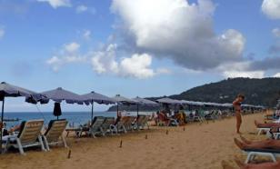 На пляжах Пхукета напоминают о масках