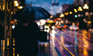 Россиян предупредили об опасности прогулок под дождём