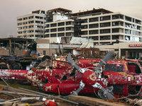 Торнадо на юге США убили свыше 100 человек.