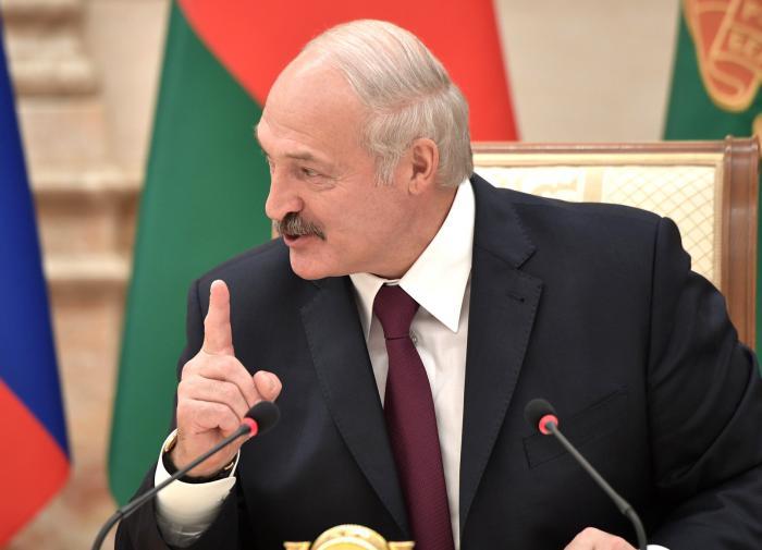 """Лукашенко настроен внести """"решительные поправки"""" в Конституцию"""