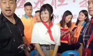 Пионеры Китая хотят наказать порнозвезду за красный галстук