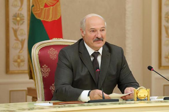 """""""Побежали за демократией"""": Лукашенко пристыдил правительство и МИД"""